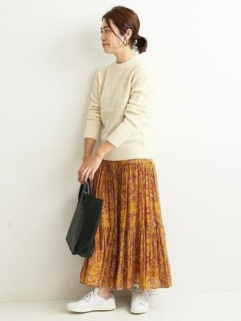 ボリュームがでがちな柄スカートもすっきり着られる 出典:WEAR