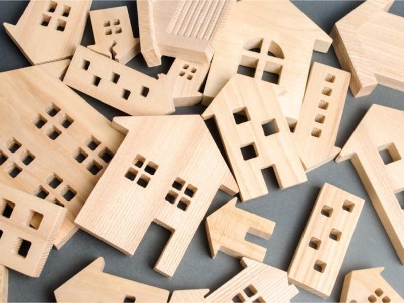 田舎の家は古く建て替えが必要です