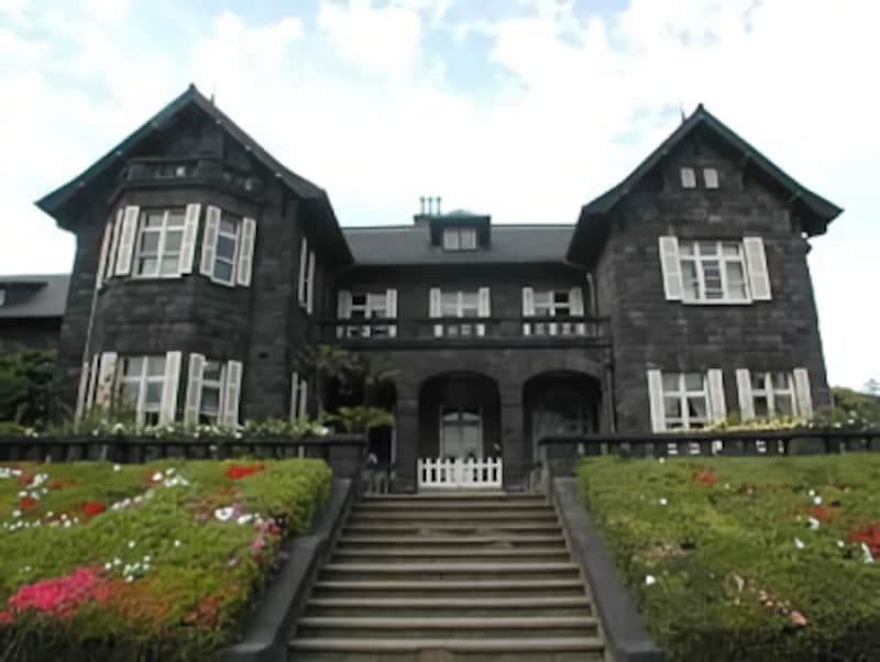 英国風の外観の旧古河邸