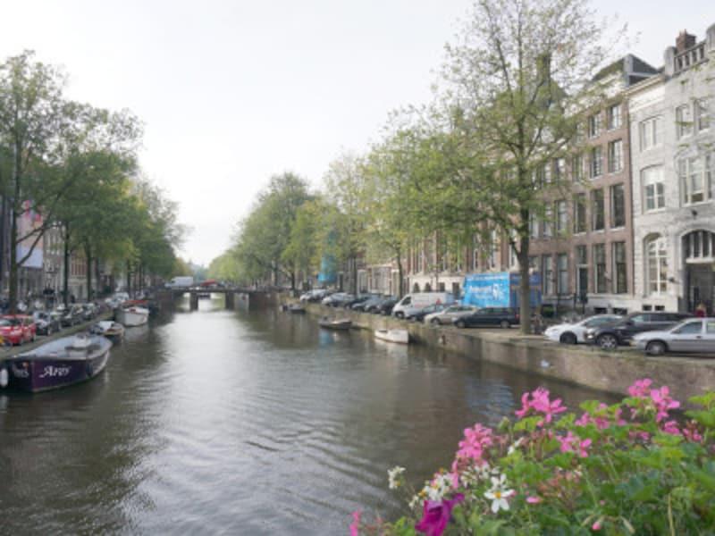 オランダでは運河が美しいアムステルダムなどを観光できる