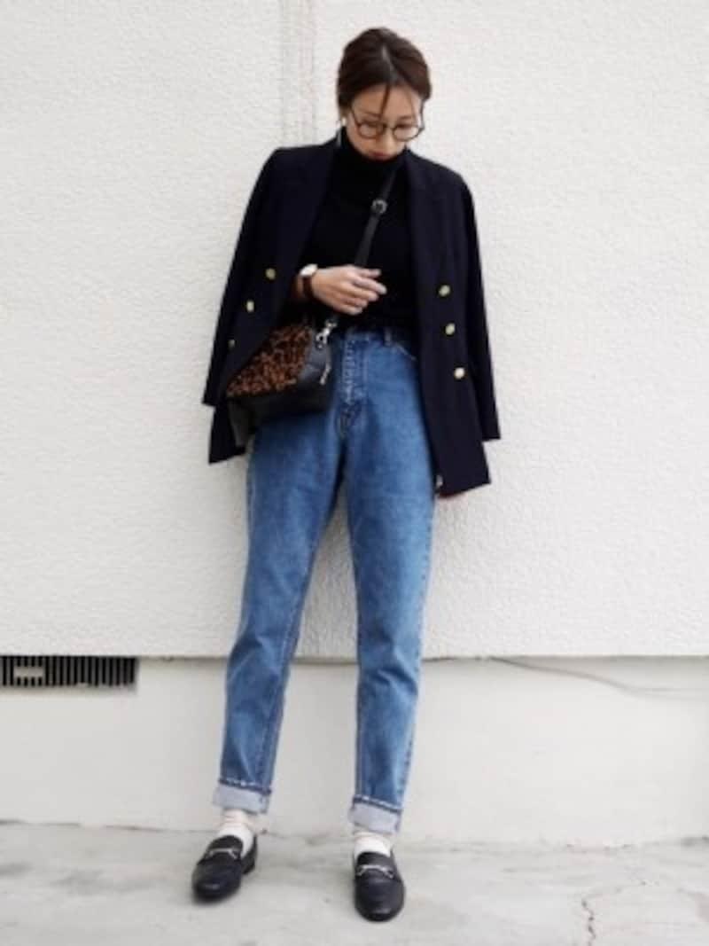 メンズの「プレミアムラムタートルネックセーター」をゆったり着て 出典:WEAR