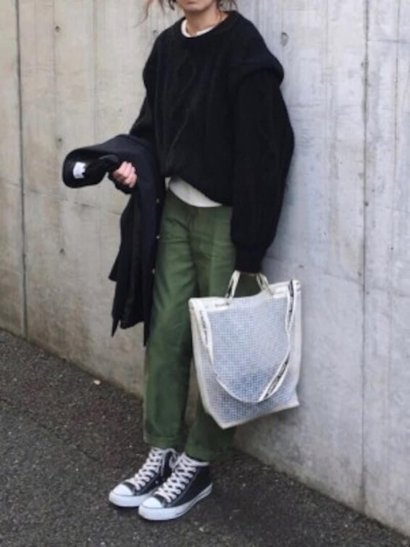 メンズライクな黒コーデには白を差し込んで 出典:WEAR