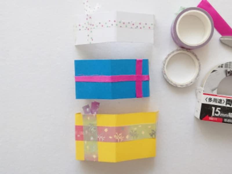 手作りクリスマスカード飛び出すポップアップカード作り方 マスキングテープやリボンなどを使ってギフトボックスを装飾