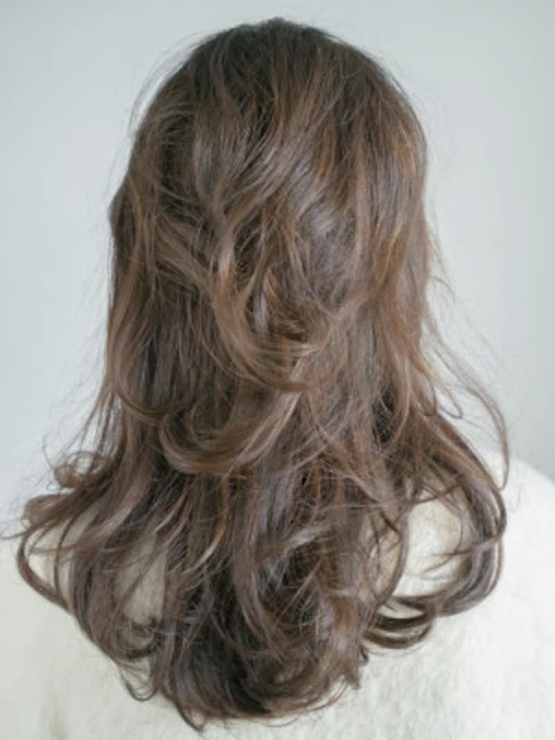 髪の表面をトップから巻く