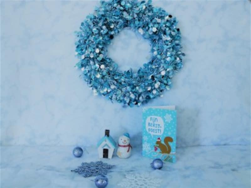 ダイソー・モールリース(カラー)キラキラ光ってゴージャスに見えるモールのクリスマスリースです。