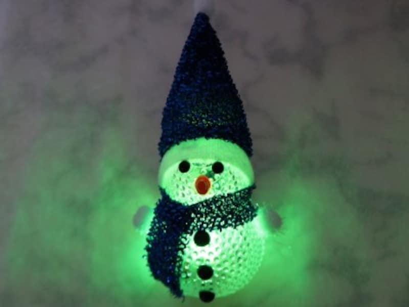 キャンドゥ・雪だるまライト 点滅しながら色が5回変わります。