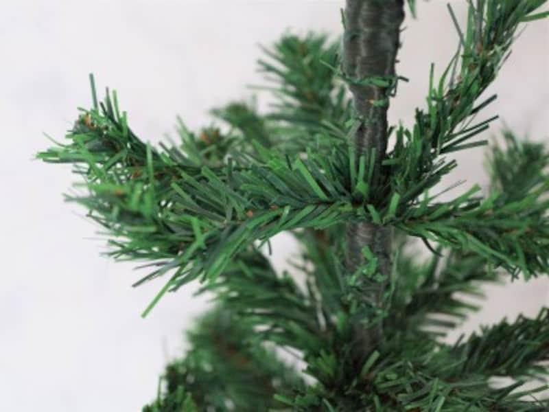 キャンドゥ・クリスマスツリー60cm100円とは思えないクオリティの高さです。