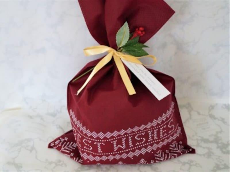 ダイソー・不織布ラッピングセット ラッピングバッグにリボン、タグ、造花まで付いています。