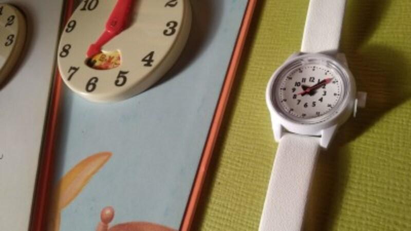 文字盤には、初めて時計を読む幼児にも、分かりやすいように、工夫がされてある