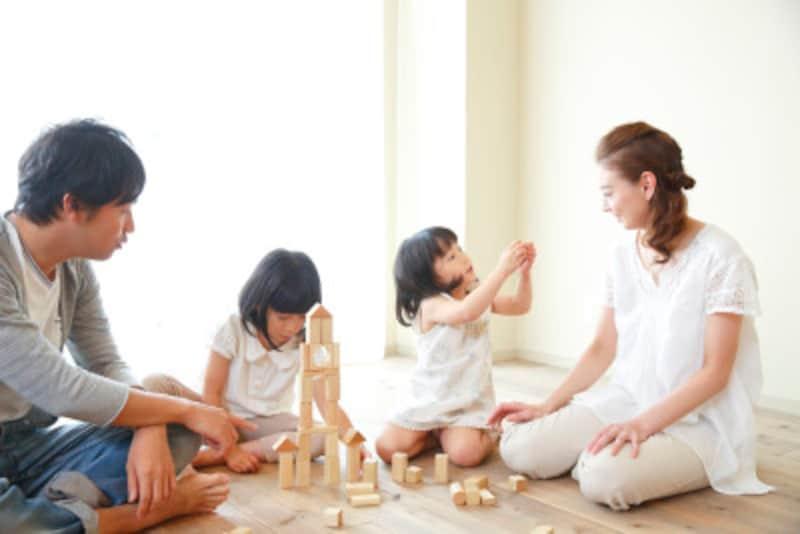頭がいいと評価される子には、「親が余裕を持って子どもに接している」「子どもにやらせる、言わせる」「親子のコミュニケーションが多い」という特徴があります。