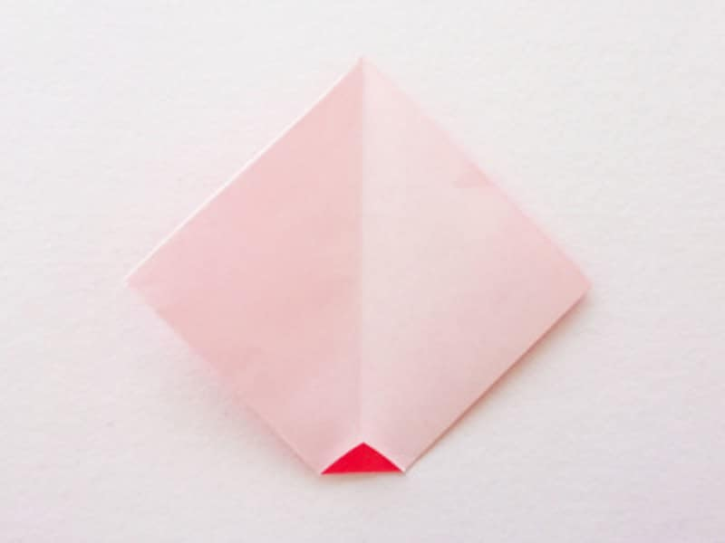 お正月飾り手作り 折り紙だるましめ飾り作り方 折り紙を開き下部を少し折る
