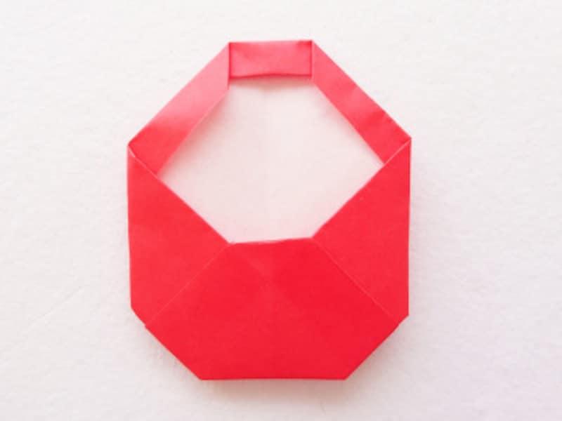 お正月飾り手作り 折り紙だるましめ飾り作り方 飛び出した部分を内側に折りこむ