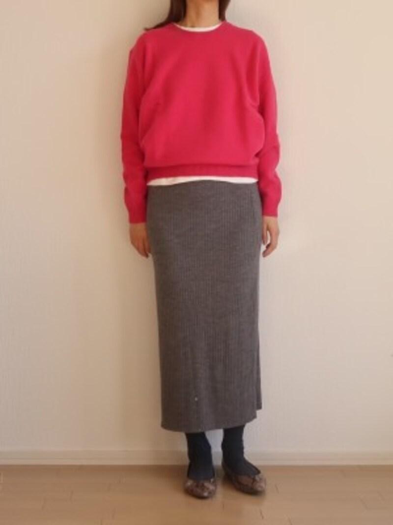 ふんわりしたラムウールに対してリブニットのスカートも相性よし