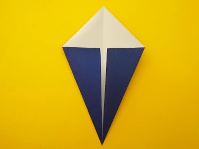 折り紙ひな祭りリースお内裏様 真ん中の線に合わせて折る