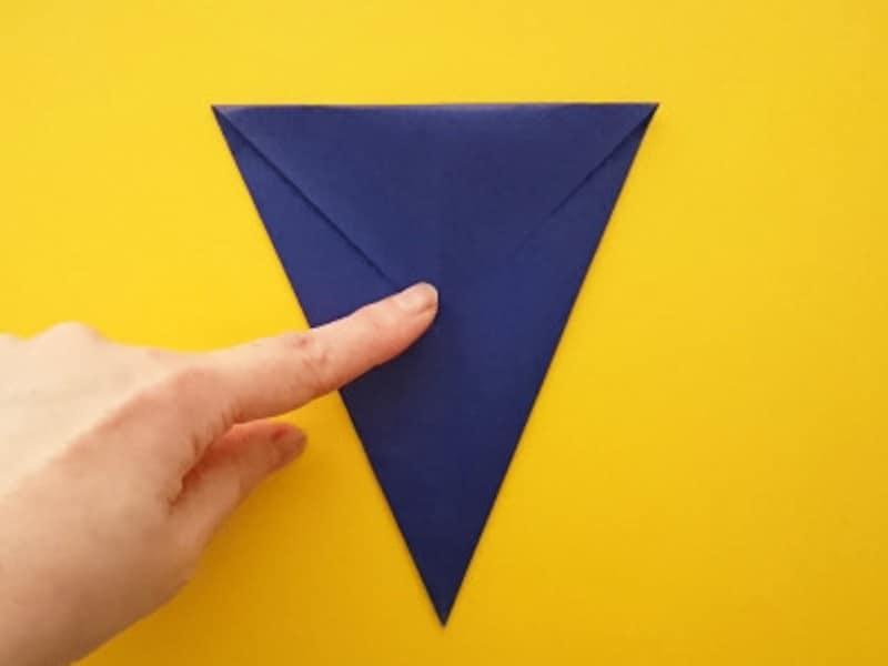 折り紙ひな祭りリースお内裏様 上の部分を下に折る