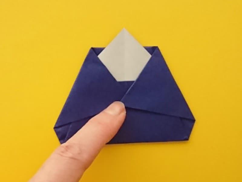 折り紙ひな祭りリースお内裏様 両端を中へと折る