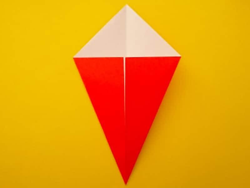 折り紙ひな祭りリースお雛様 真ん中の線に合わせて折る