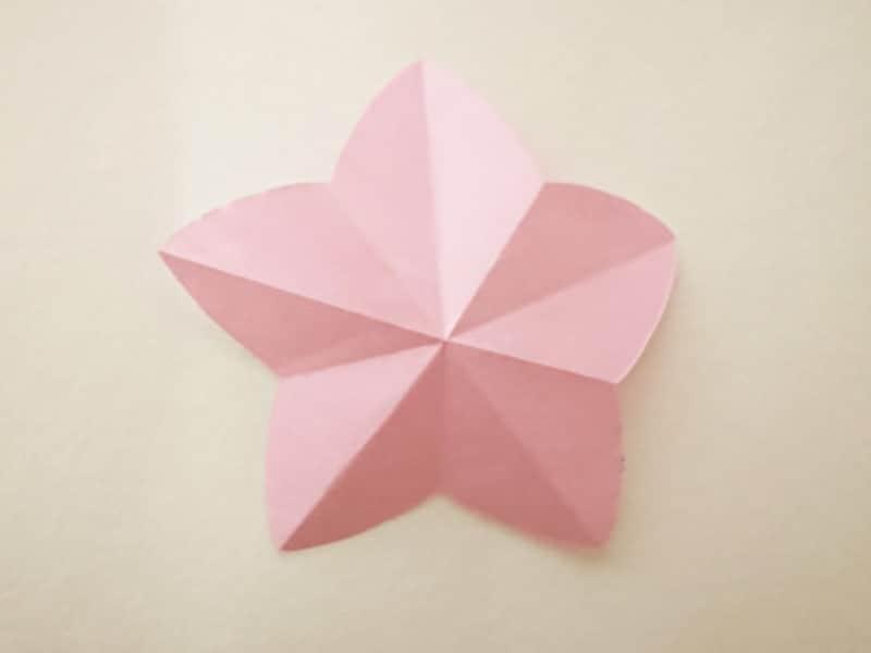 折り紙ひな祭りリース桃の花 開くと桃の花になる