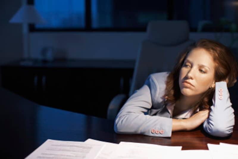 寝不足や生活習慣の乱れはホルモンバランスを崩してしまいます