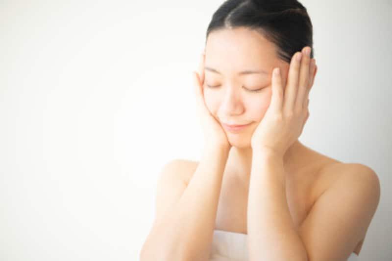 手の体温を使った「ハンドプレス」で浸透を促します