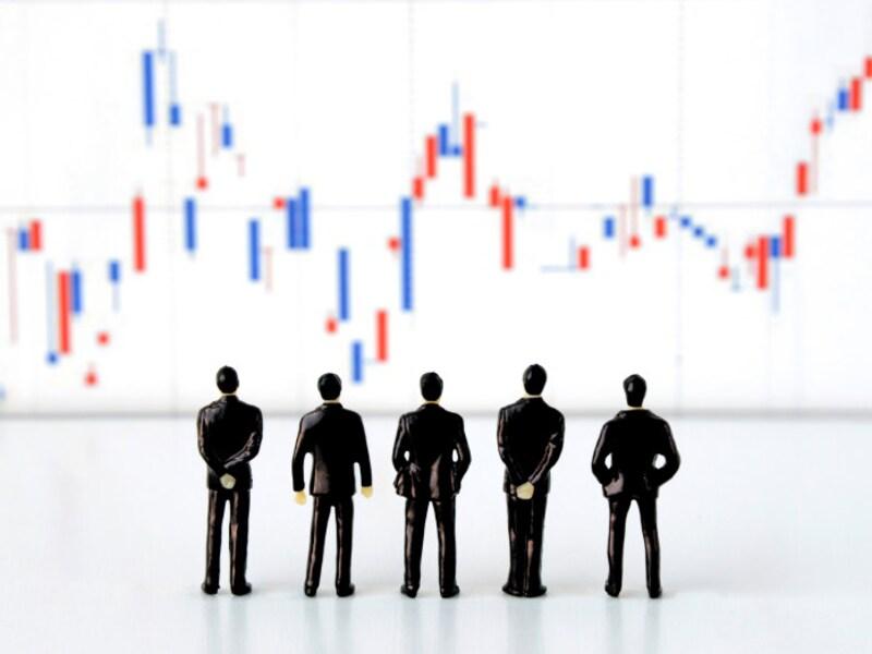 株価が上がりやすいのは黒字企業?赤字企業?