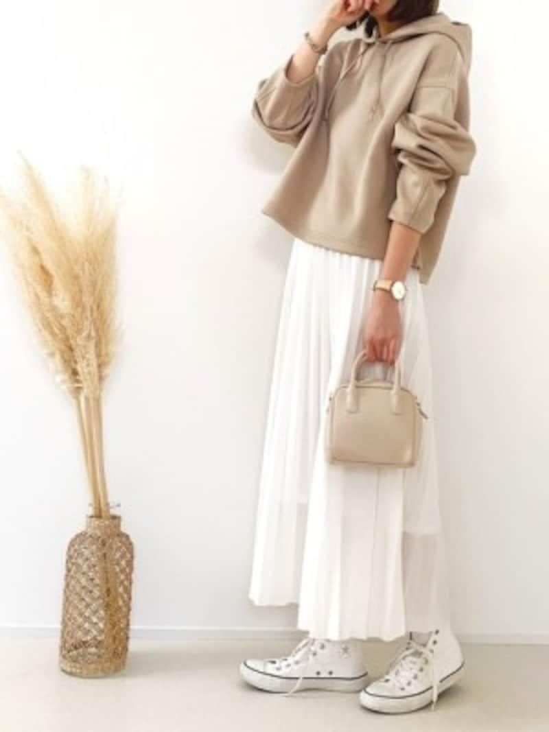 新作パーカは短め丈なので、ロングスカートとも相性◎ 出典:WEAR