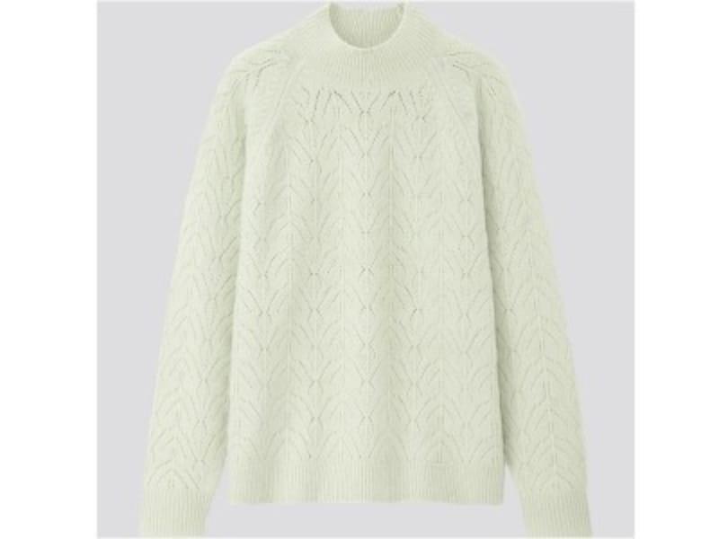 ユニクロ ライトスフレヤーンポインテールクルーネックセーター 1990円(税抜)
