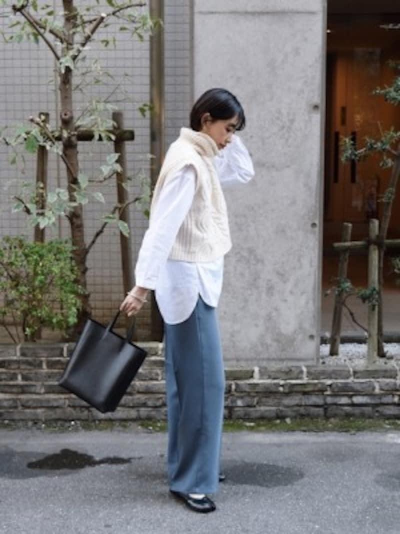 白シャツはプチプラで買い換えていくのも賢い方法です 出典:WEAR