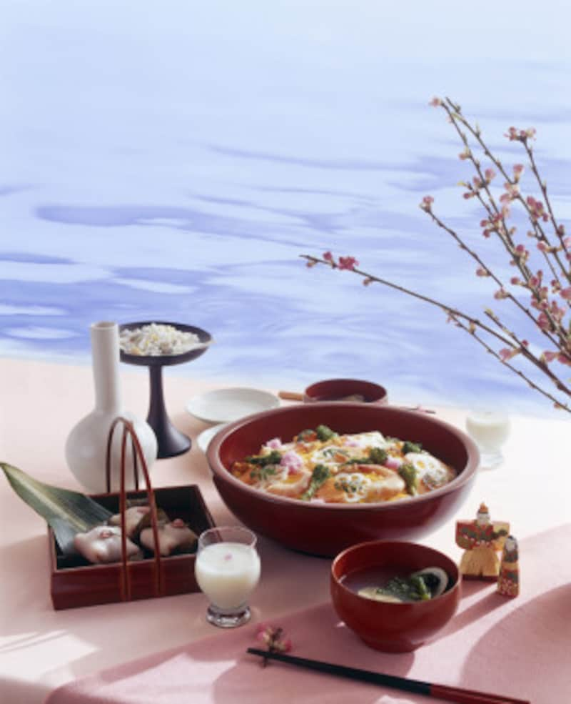ひな祭りの行事食といえば、菱餅、ひなあられ、白酒、ちらし寿司、はまぐりの潮汁