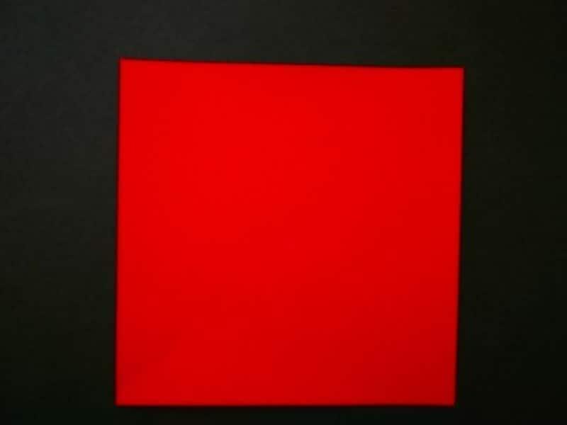 赤色折り紙でカーネションを作る