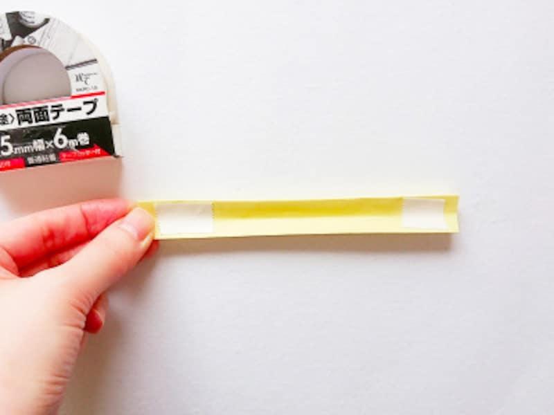 こどもの日折り紙リース 両面テープで貼りあわる