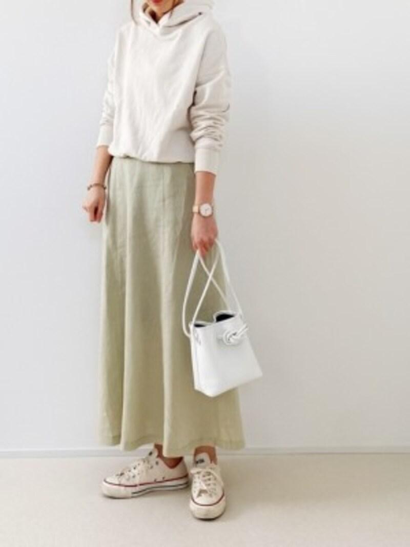 カジュアルにもきれいめにも着られるロングスカートは重宝します 出典:WEAR