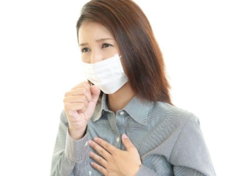 咳が出て不安な女性イメージ