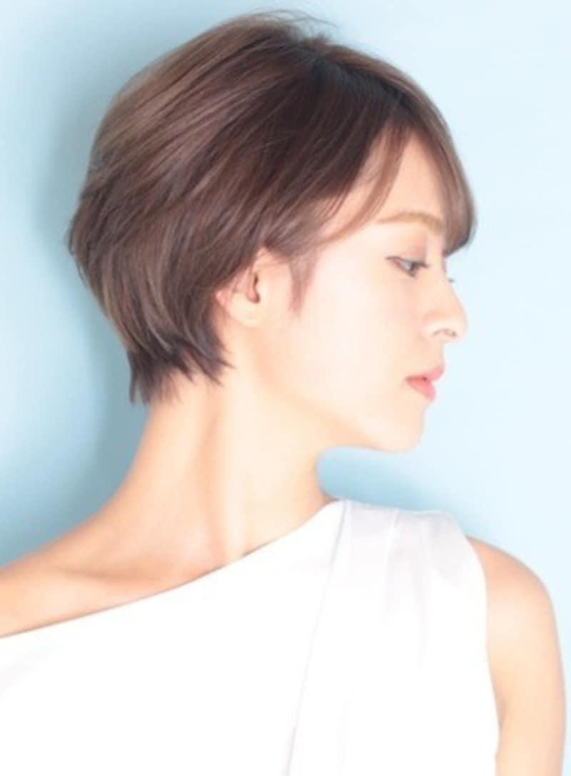 クールショートヘア/40代&50代女性は必見!丸顔でもシャープに見せる愛されショートヘア