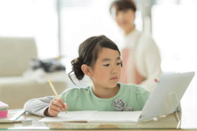 おうち時間の小学生の子ども向けの自宅学習支援サービスを紹介!