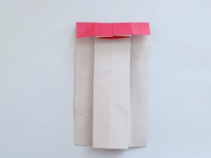 母の日折り紙カードドレス 折り紙の上部を1㎝程折ります。