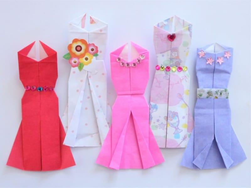 母の日折り紙カードドレス 折り紙の色やデコレーションでイメージが変わります。