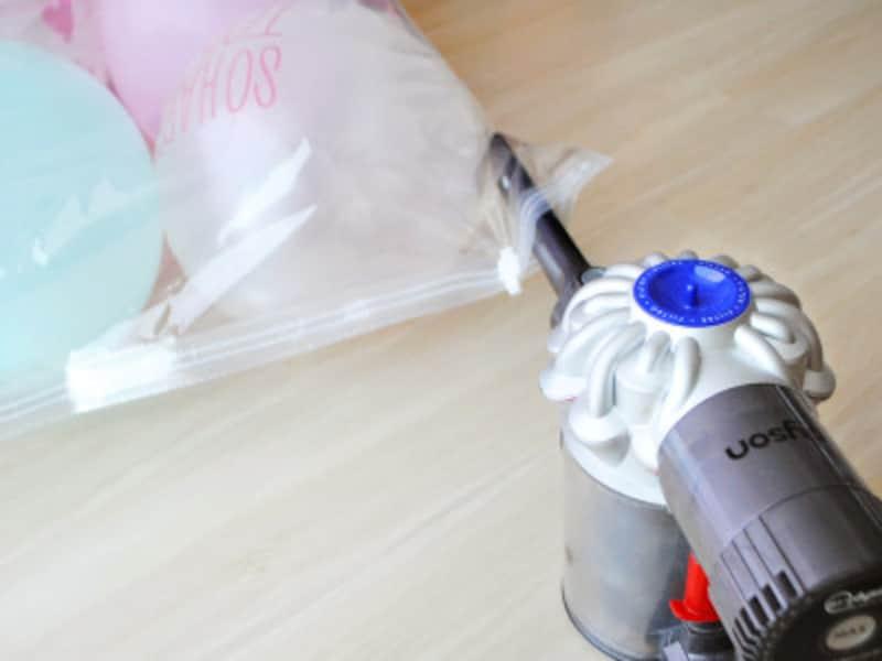 バルーンマット・風船マット作り方掃除機で圧縮袋の空気を吸い込む