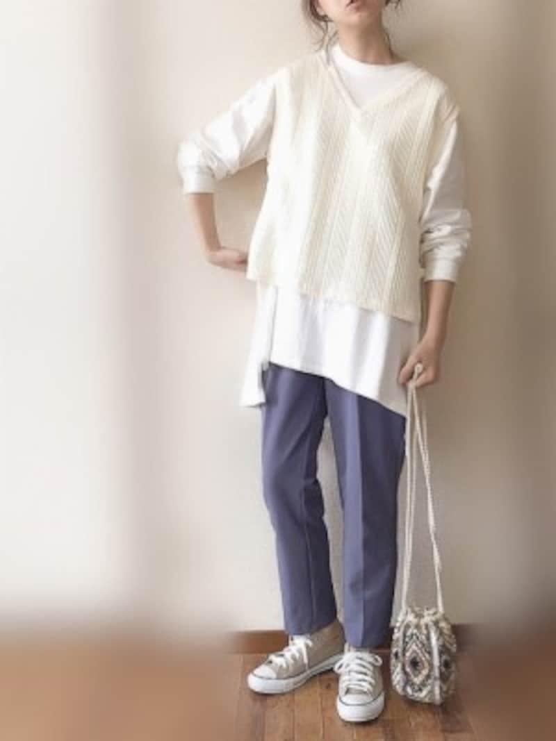 くすみブルーはデニム感覚で履けて、より大人なイメージに 出典:WEAR