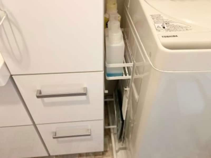洗濯機の横の隙間を活用できる収納ラック