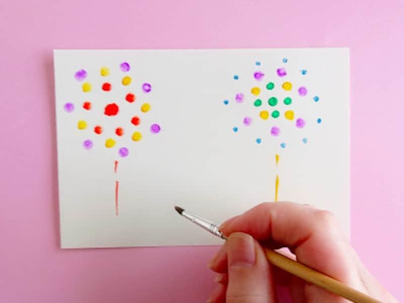 絵葉書夏手作り作り方絵筆も使って花火を描く