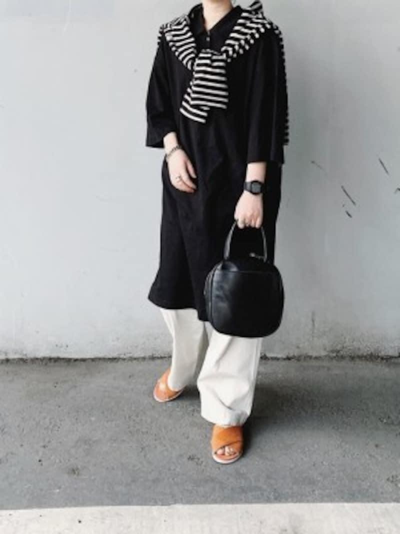 ゆったりワンピ&太めパンツの重ね着もモノトーンだとスタイリッシュに 出典:WEAR