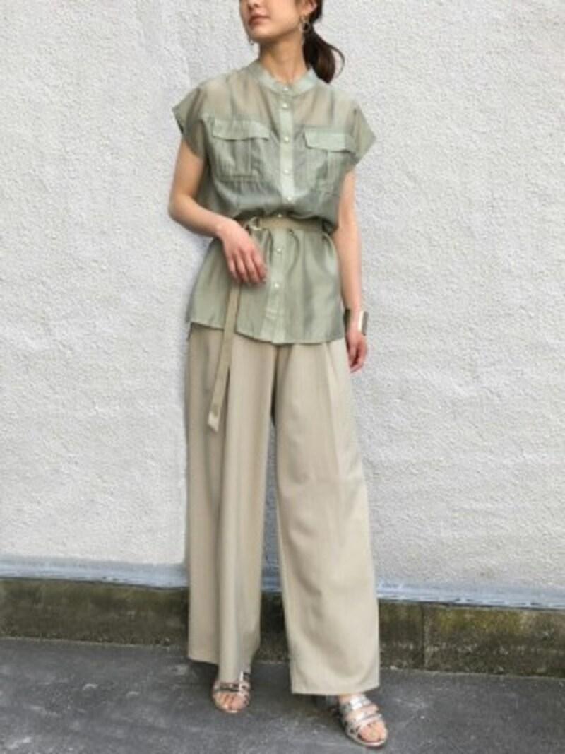 コーデ次第で幅広く着まわせるベージュパンツはこの夏マスト 出典:WEAR