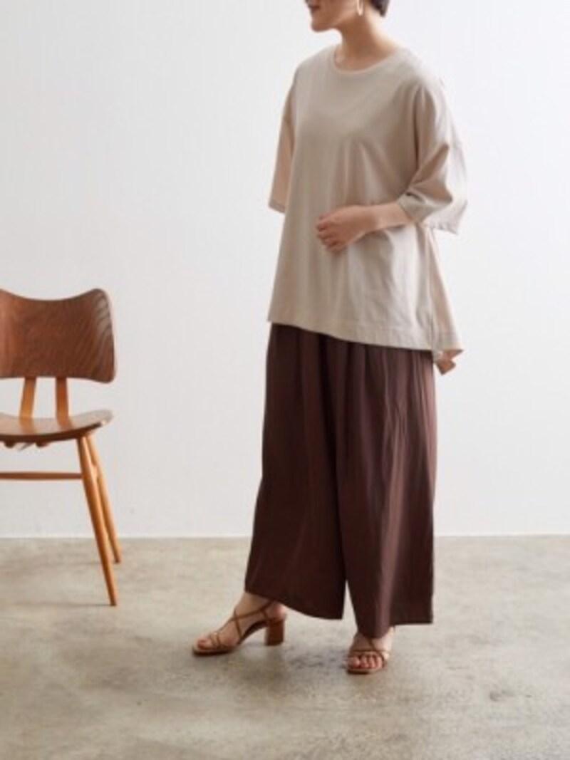 洋服がゆったりしたサイズ感になる分、アクセサリーや足元でバランスを 出典:WEAR