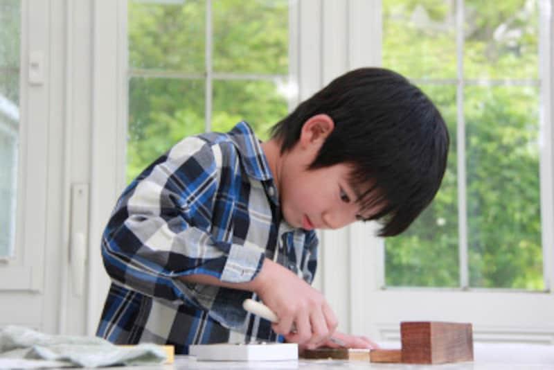 男の子は、興味関心のあることには、集中して、ひとりでとことん取り組みます