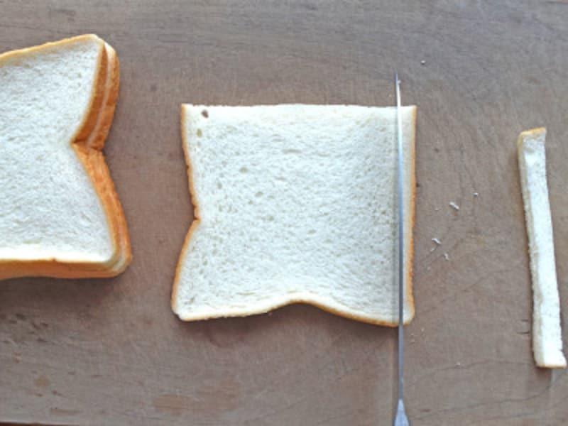 パンの耳を切り落とす
