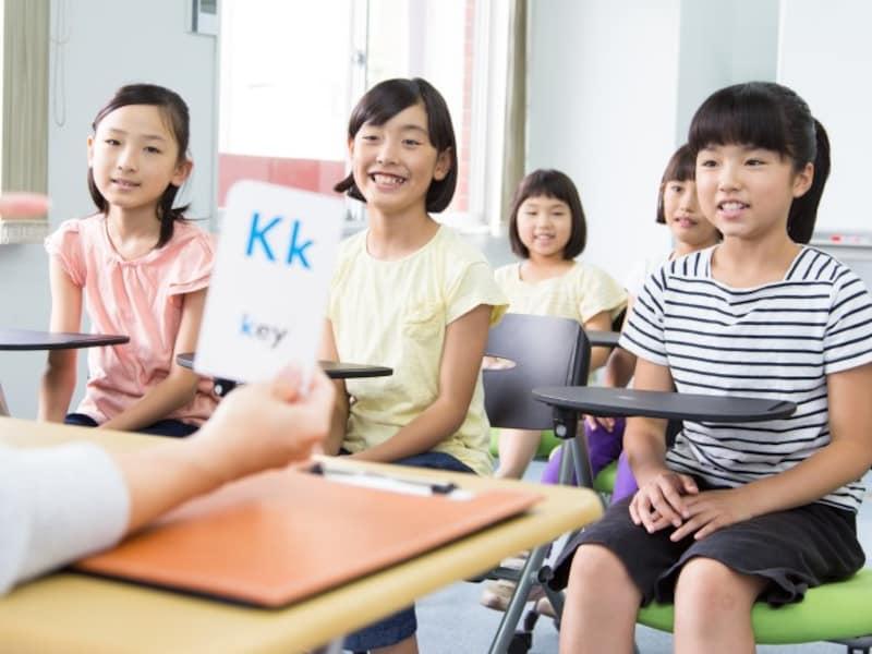 2020年度英語教育必修化!3・4年生は「外国語活動」として週1回学び、5・6年生ではついに「教科」へ