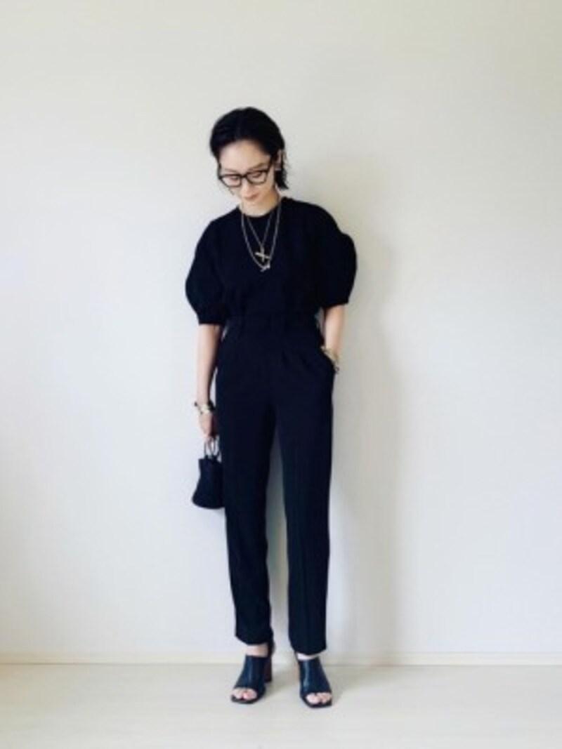 ユニクロなら夏にぴったりの大人な黒パンツも見つかる 出典:WEAR