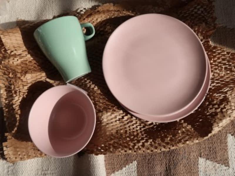 マットな質感でこんなに可愛いのになんと一枚399円のIKEAのお皿。買いです!