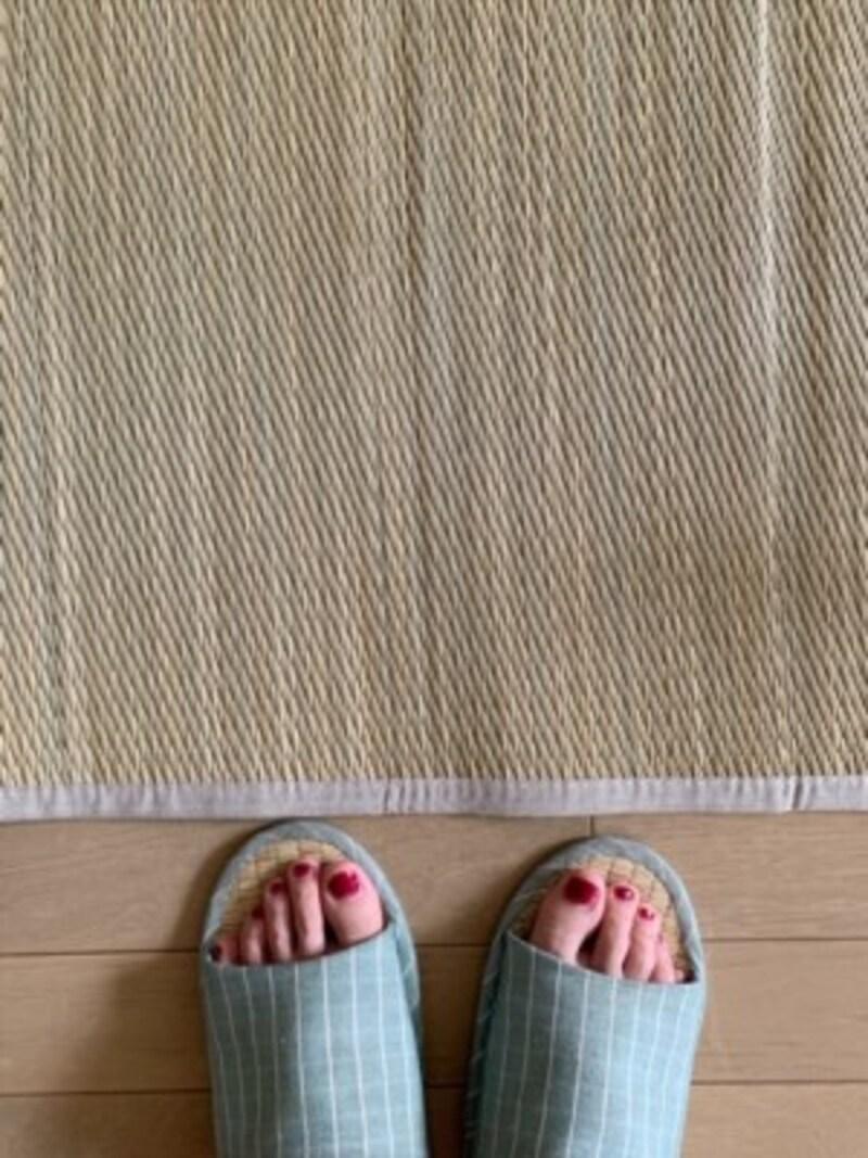 夏はこの畳の香りが落ち着くので、夏用のスリッパもイ草素材で揃えているほどです